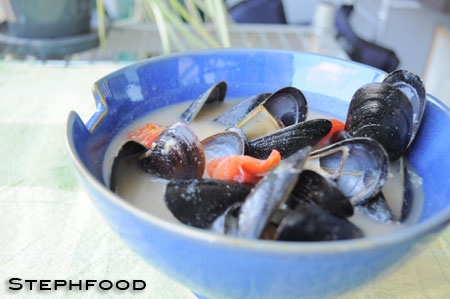 Tomato and Gorgonzola Mussels